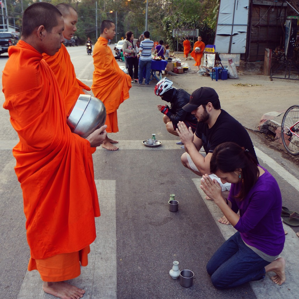 how to Give Alms to monks thailand