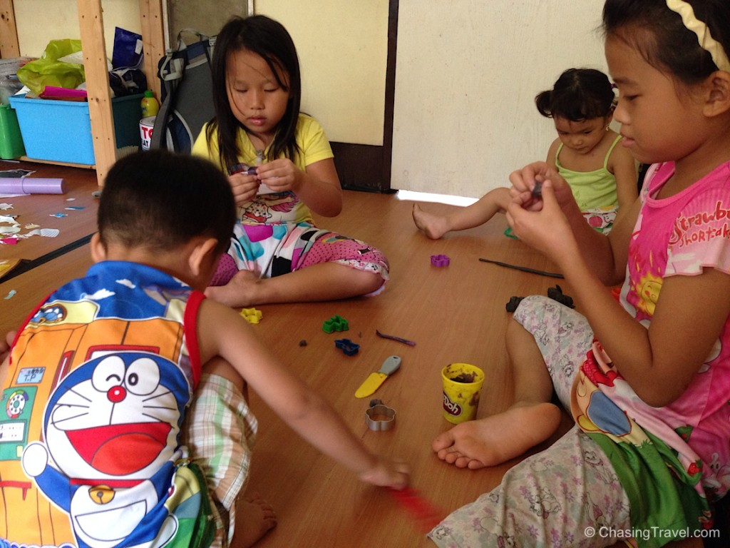 volunteering with kids in thailand